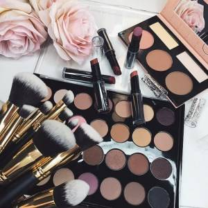 http://weheartit.com/entry/161026392/search?context_type=search&context_user=emilydaniela&page=3&query=cosmetics&sort=most_popular (4820)