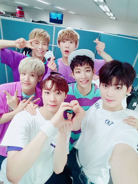 twitter.com/@official_astro (68499)