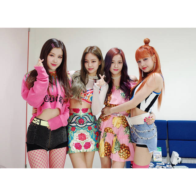 instagram.com/@blackpinkofficial (82077)