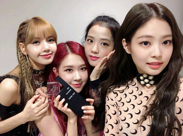 http://lisaoppa.blogspot.com/2018/06/180624-watch-blackpink-2nd-win-perform.html (171983)
