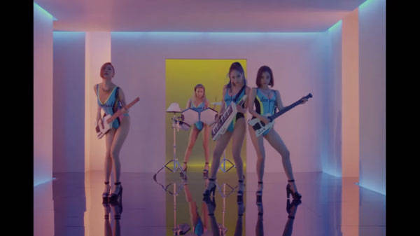 http://www.mnetamerica.com/news/article/96313/video-wonder-girls-transform-into-80s-babes-in-i-feel-you (172000)