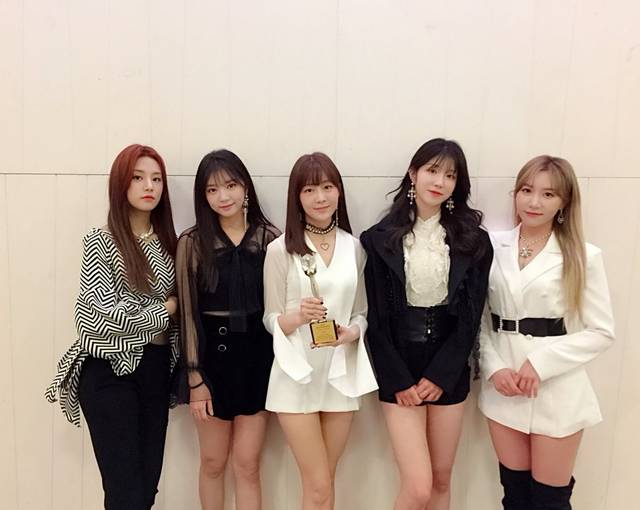 https://twitter.com/officialLABOUM (214413)