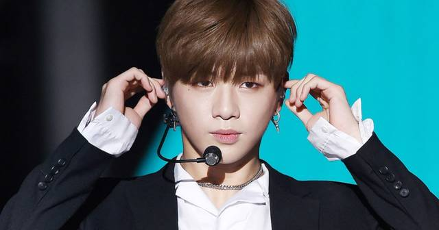 https://www.koreaboo.com/stories/why-idols-remove-earpieces-while-on-stage/ (214935)